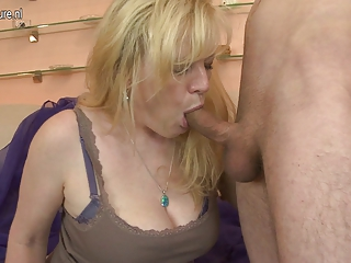 hot dilettante mother getting drilled hard by