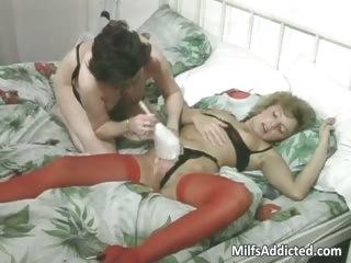 older bitches having lesbian sex