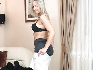 bootylicious blonde d like to fuck in black