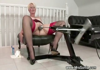 mature lady uses a fucking machine