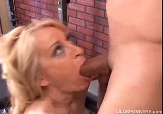 charming cougar t live without to fuck
