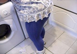 wifes hot ass in leggins