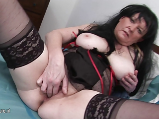 european mature floozy mom rub her old pussy
