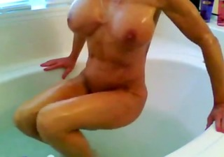 muscle d like to fuck taking washroom